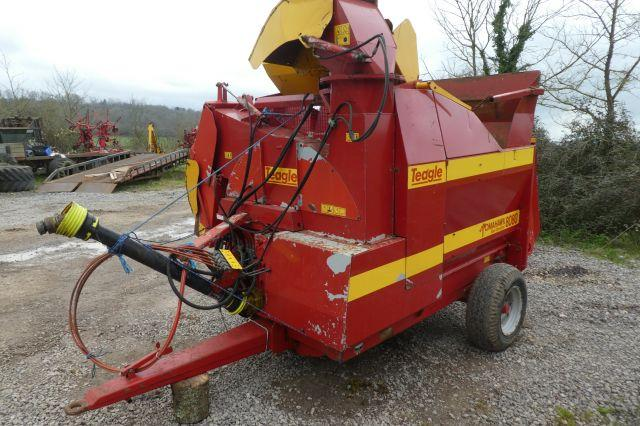 Teagle 8080 TRAILED BALE SHREDDER